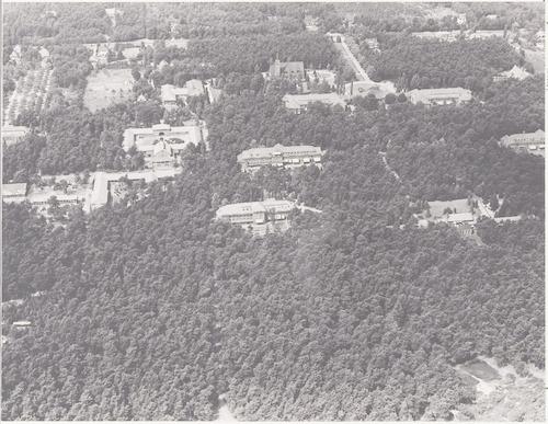 Luchtfoto van psychiatrisch ziekenhuis Zon en Schild, Utrechtseweg 266.