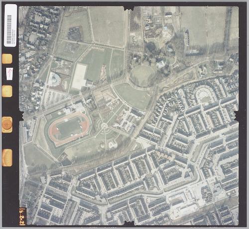 Luchtfoto van het noordelijk deel van Schothorst en het Stadspark. Rechtsboven Landgoed Schothorst. Links de atletiekbaan van Altis.