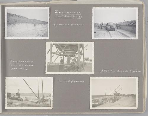 """Bladzijde uit het fotoalbum """"Beoosten de Eem"""", dat gewijd is aan de ruilverkaveling in dat gebied. Beeld van winning en transport van zand, nodig voor het verbeteren van de infrastructuur van de ruilverkaveling."""