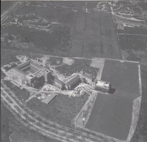 bijzonderheden: Sint Helenaklooster, op nr. 10 was van de paters Kruisheren. Het Constantijn College op nr. 12 bestond uit een gymnasium en HBS voor jongens, met internaat.