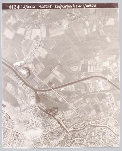 """bijzonderheden: In de herfst van 1944 bestookten de Geallieerden het trein- en wegverkeer vanuit de lucht. De meeste bommen vielen op 13 oktober 1944. Lees hierover: J.L. Bloemhof, """"Amersfoort '40 - '45"""" deel 1, p. 90 e.v.."""