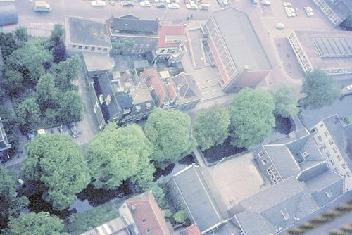 Luchtfoto van de Breestraat, Westsingel en Hellestraat. Rechts de Johanneskerk.