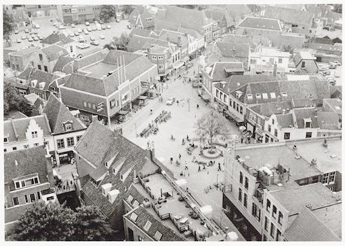 Overzichtsfoto van de Varkensmarkt, vanaf de Onze Lieve Vrouwetoren.