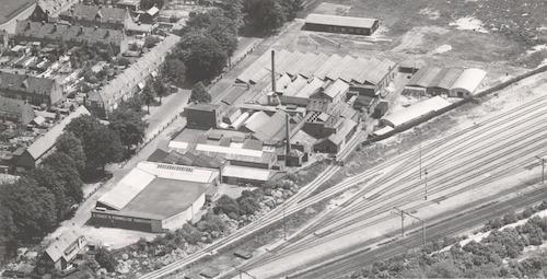 Luchtfoto van de Noack-fabriek aan de Soesterweg 564.