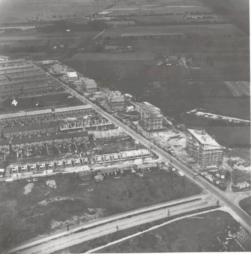 Luchtfoto van de nieuwbouw aan het Vreeland (rechts), Isseltseveld (voorgrond) en Eikstraat.
