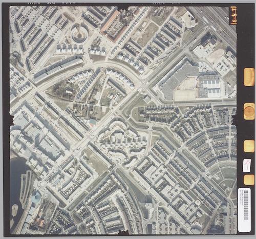 Luchtfoto van de Laan naar Emiclaer (van linksonder naar rechtsboven). Daaronder ligt de wijk Zielhorst en bedrijventerrein De Brand; daarboven Kattenbroek.