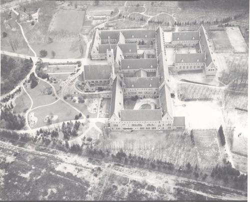 - Kweekschool later Pedagogische Academie Sint Agnes (vanuit de Herenstraat overgebracht), met internaat (voor 100 interne leerlingen, gesloten in 1975). Alle kinderen van de Kweekschool waren internaatskinderen, ook die uit Amersfoort, en hadden een eigen kamertje