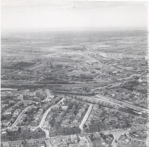 Luchtfoto van de voet van de Berg vanaf de Utrechtseweg, in de richting van het Soesterkwartier.