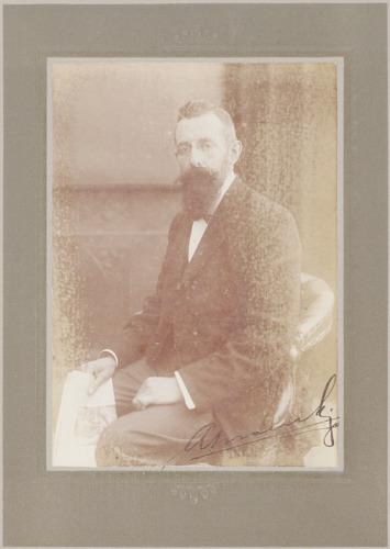 Gesigneerd portret van August Eysink.
