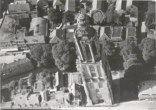 Luchtfoto van de Onze-Lieve-Vrouwetoren.