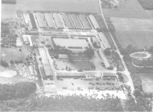 Luchtfoto van kazerne De Boskamp, Appelweg 1 in Leusden.
