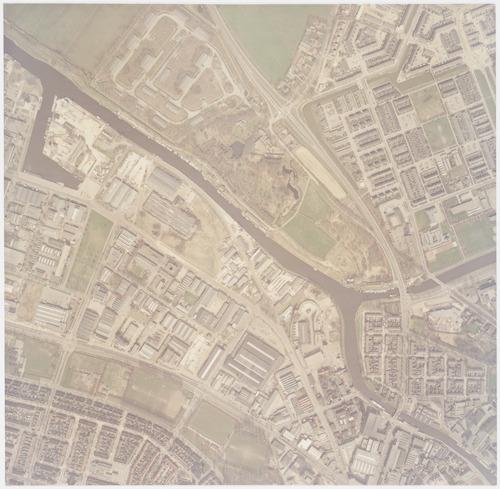 bijzonderheden: Dit deel van de Bunschoterstraat is later Maatweg gaan heten. Bovendien werd hij een stuk naar links verlegd, zodat hij uitkwam in de verlengde Ringweg Koppel. Op het oude tracé kwam een voetpad.
