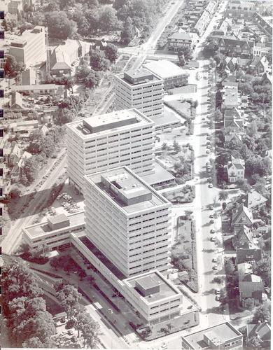 Luchtfoto van de Berkenweg, vanaf de Stationsstraat.