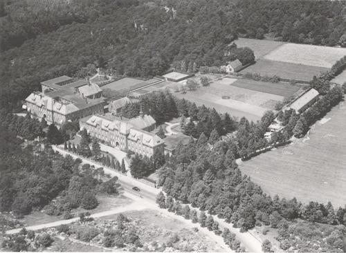 Luchtfoto van het Sint Alphons Retraitehuis, Barchman Wuytierslaan 53 (rechts) en het klooster Sint Joseph op nr. 55.