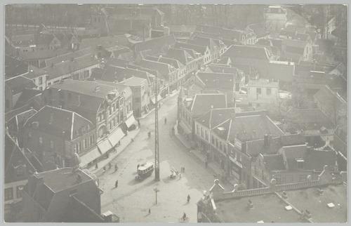 Luchtfoto van de Varkensmarkt en Arnhemsestraat, genomen vanaf de Onze Lieve Vrouwetoren.