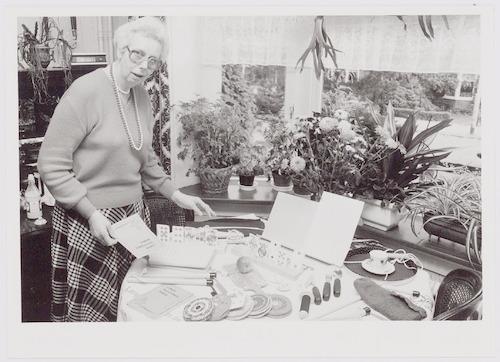 Mevrouw D.F. Hovy-Vos, lid van de werkgroep Handgr...