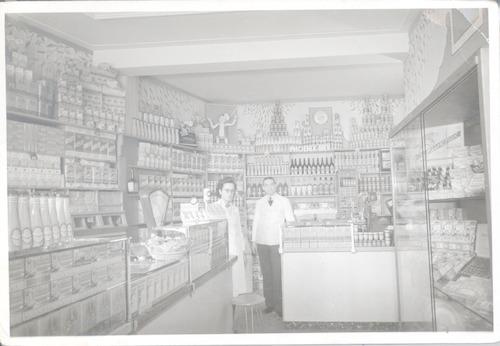 Interieur van de levensmiddelenwinkel van kitselaar aan de for Interieur utrechtsestraat
