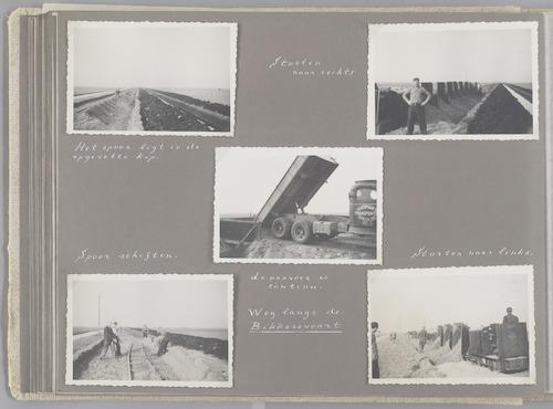 """Bladzijde uit het fotoalbum """"Beoosten de Eem"""", dat gewijd is aan de ruilverkaveling in dat gebied. Beelden van aanvoer en storten van zand, nodig voor het verbeteren van de infrastructuur van de ruilverkaveling, hier het dijklichaam voor de aanleg van de Vaartweg langs de Bikkersvaart. Deze weg loopt van Bunschoten naar Eemdijk."""