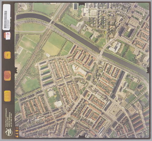 Luchtfoto van de wijk Kruiskamp, met bovenaan het Valleikanaal.