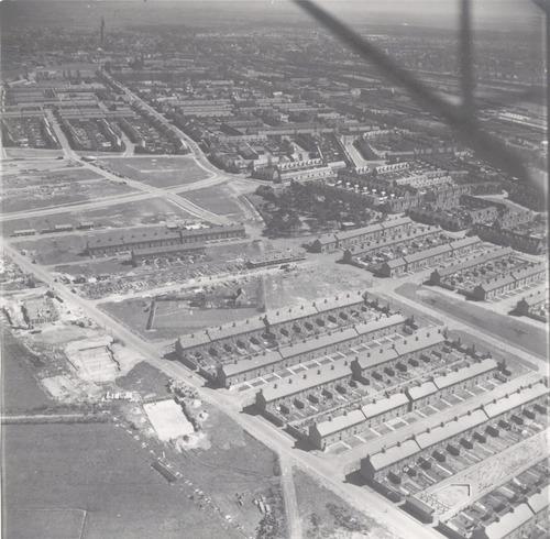 Luchtfoto van de Bomenbuurt, vanaf het Vreeland (onderaan links). Vanaf rechtsonder achtereenvolgens de Esdoornstraat, Iepstraat en Kastanjestraat, met rechts de Dreef. Aan het Isseltseveld staat nog een rij oude huisjes.