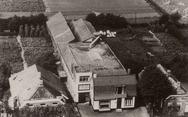 Luchtfoto van Houtwarenfabriek M. Kliphuis,...