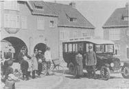Groningen : Cortinghpoort : de eerste autobusdienst van de GADO : D. van der Plo…