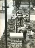 Ieper: bouwafdeling metselt muurtje voor het VTI