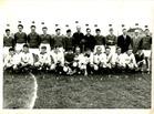 Lo: personeel van de zuivelfabriek voetbalt in 1965