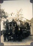 Nieuwkapelle: wagen van de bolders in de stoet voor de 100-jarige Sophia Slosse
