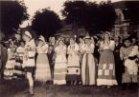 Lo: dansgroep De Edelweisjes tijdens de Schamelen Djoosstoet van 1954