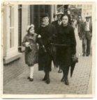 Poperinge: familiefoto in de Ieperstraat