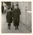 Poperinge: moeder en dochter in rouw