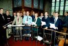 Elverdinge: het mannenkoor met dirigent Giovani Faghel