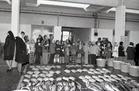 Nieuwpoort-Stad: visverkoop in vismijn met klasbezoek