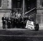 Poperinge: Lustige Vissers op de pui van het stadhuis