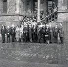 Poperinge: Haarkappersbond op de pui van het stadhuis
