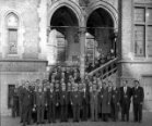 Poperinge: verzekeringsmaatschappij op de pui van het stadhuis