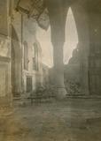 Lo: interieur van de Sint-Pieterskerk na de beschieting van 17 april 1915
