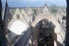 Woumen: opgravingen in uitgebrande kerk