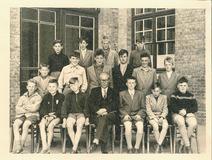 Nieuwpoort: klasfoto zevende leerjaar Sint-bernarduscollege 1955-1956