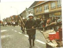 De Panne: brandweermannen in actie tijdens carnavalstoet