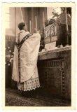 Voormezele: priester voor altaar