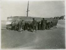 De Panne: vissers lichten pannekotter P25 Martha