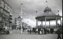 De Panne: zeedijk in de jaren dertig