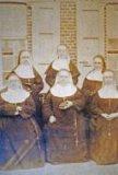Woesten: de zusters van Maria in de oude kledij