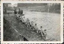 Ieper: zwemmers bij het kanaal