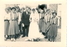 Pollinkhove: huwelijk van BJB-leidster Maria Luysen met Guido Deman in 1955