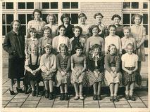 Nieuwpoort: klasfoto RMS Nieuwpoort - meisjes - 1952-1953