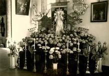 Lo: versiering Sint-Pieterskerk voor Heilige Sacramentsdag