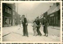 Handzame: jong volwassenen hebben sneeuwpret